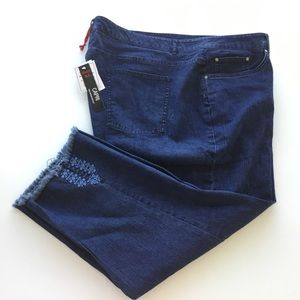 Jeans Women Plus 20W Dark Stretch Capri Shredded